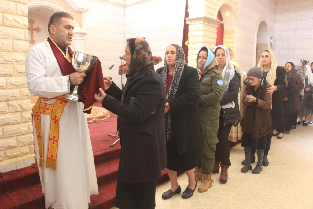 Residents of Til Temir, representatives of the Autonomous Administration and Internal Security Forces visit the Christmas celebrations of the Christian community.